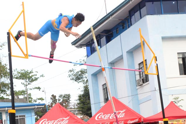 Francis Obiena delivers gold for Philippines with victory in pole vault in Southeast Asian Youth Athletics meet