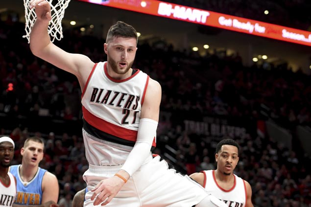CJ McCollum, Jusuf Nurkic heat up as Blazers turn back Nuggets to tighten grip on West 8th seed