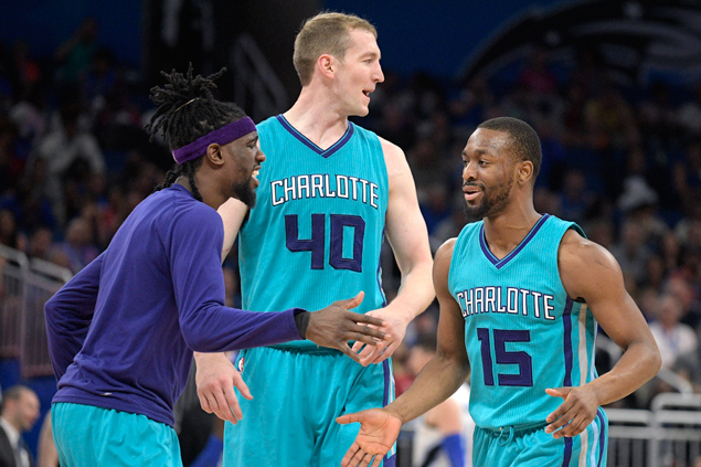 Hornets hit 16 treys, eight in the fourth, as Hornets end Raptors win streak at six
