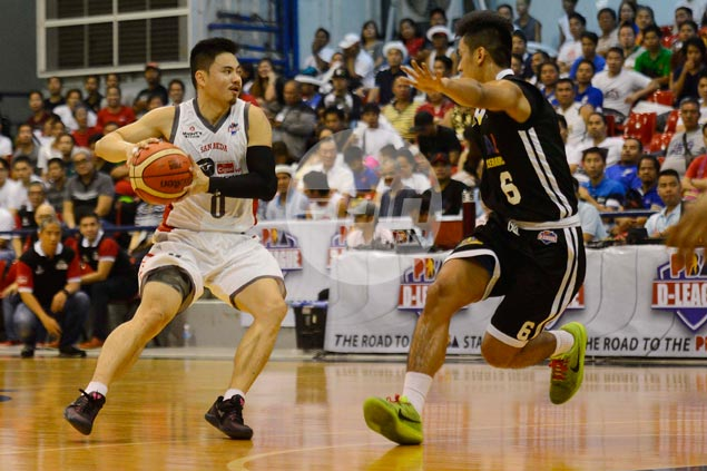 Ex-pro Pamboy Raymundo continues to lead by example for young Cignal side
