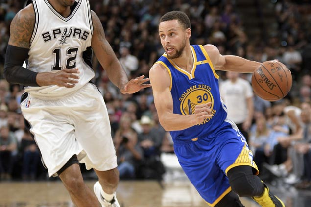 Warriors overcome slow start to nab rare win in San Antonio and tighten grip on West lead