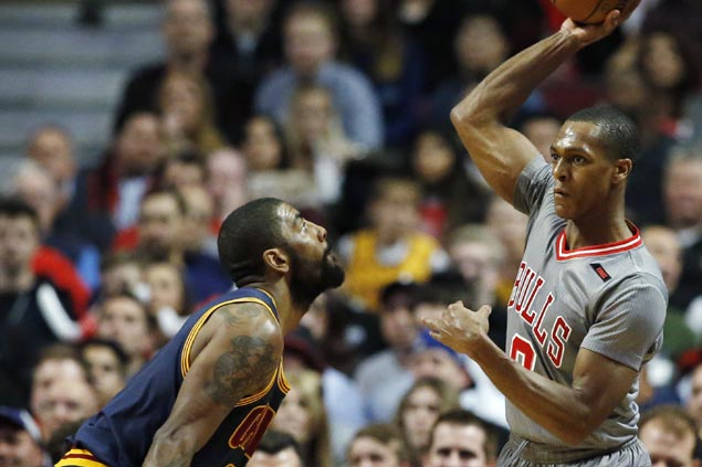 Bulls ride third quarter surge to hold off reeling Cavs and stay in playoff race