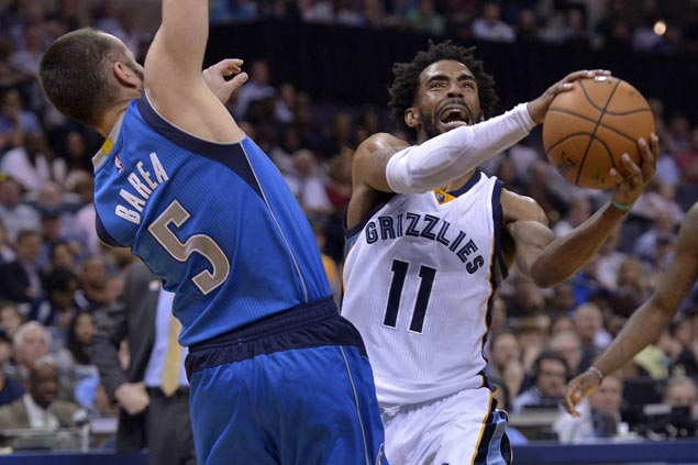 Grizzlies ride huge second quarter to victory over skidding Mavericks