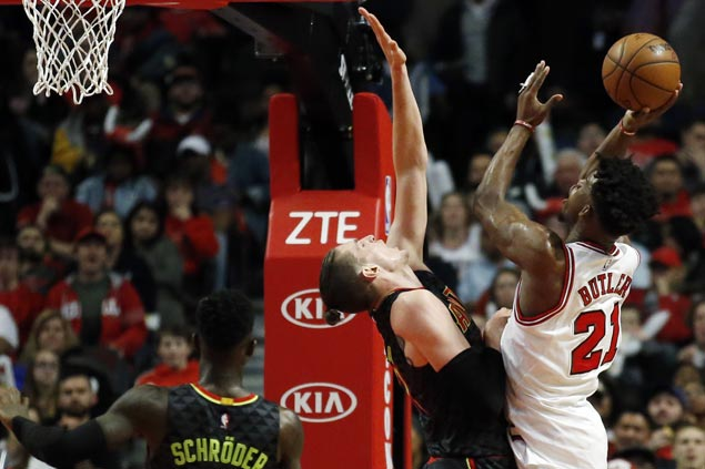 Bulls squander double-digit lead but recover to edge Hawks and stretch win streak to three