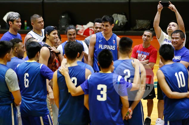 Pingris makes surprise visit to Gilas practice: 'Na-miss ko rin pangalan ng Pilipinas'