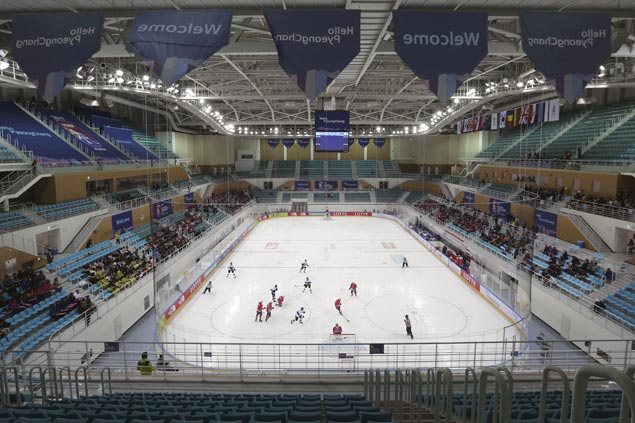 Pinoys score big win over Singapore but lose Nico Cadiz to injury in SEAG ice hockey