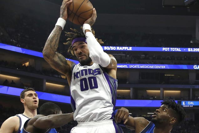 Kings' young guns overwhelm depleted Mavs late to nab back-to-back wins