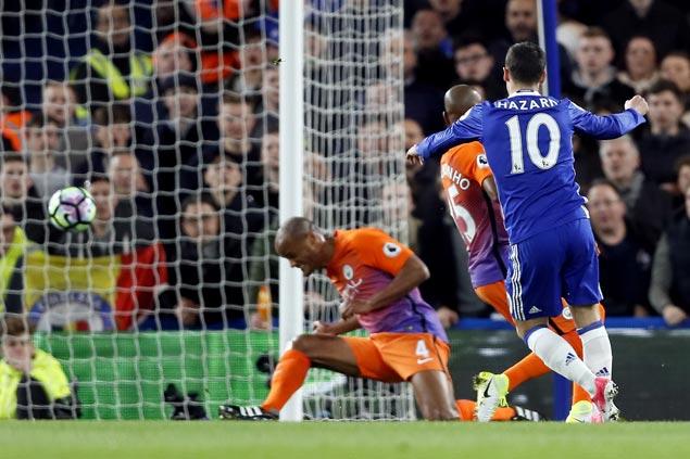 Chelsea reestablishes position as Premier Leaguefavorite, virtually eliminates City from title race