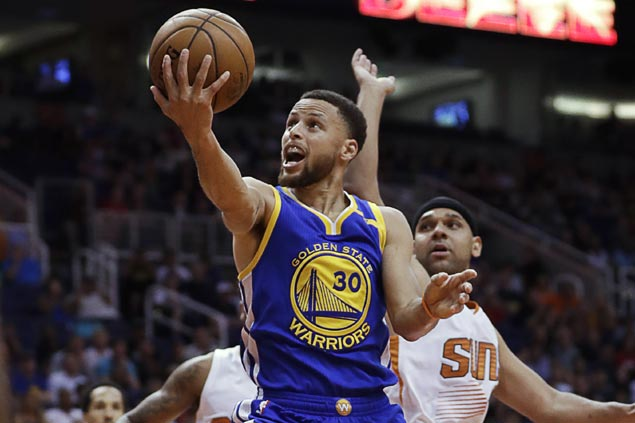 Streaking Warriors survive scare against slumping Suns to clinch West top seed
