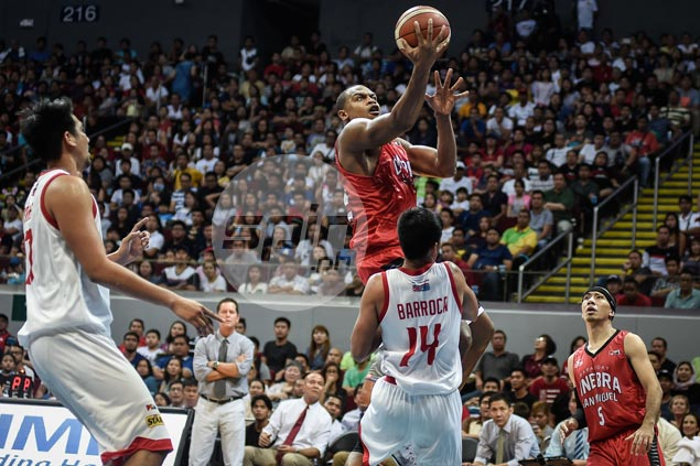 Justin Brownlee stands tallest as Ginebra deals Star first loss in Commissioner's Cup