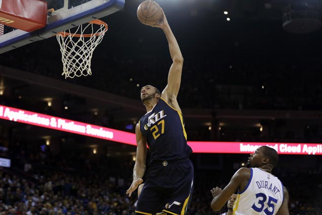 Jazz rally to end Warriors' win run at 14, keep alive bid for No. 4 spot in West