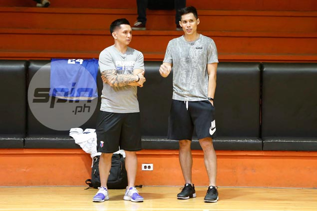 Dondon Hontiveros drops by practice, raves about Gilas mix of youth and experience