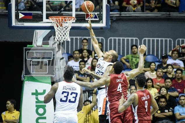 Rare Kelly Nabong offensive explosion inspires Bolts to victory