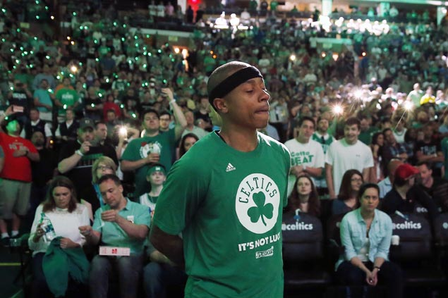Isaiah Thomas shows big heart in emotional game a day after sister's death