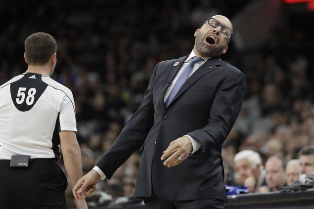 Grizzlies coach goes ballistic after loss, says officiating 'unacceptable, unprofessional'