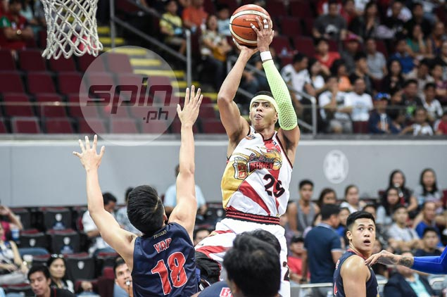 Arwind Santos makes up for tardiness by sparking SMB second-quarter breakaway
