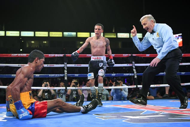 Oscar Valdez delivers tenacious performance to outpoint Miguel Marriaga and retain featherweight title