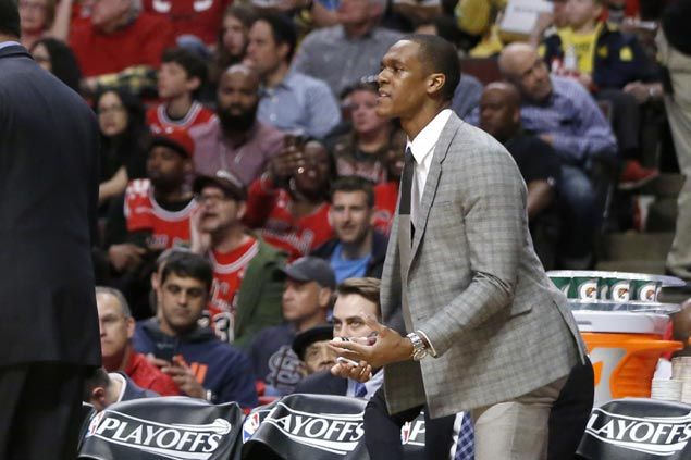 Rondo gets cast on injured thumb removed, but Bulls not closing door on return after Game 5