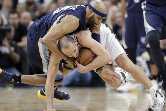 Spurs stop the bleeding to regain series lead over Grizzlies