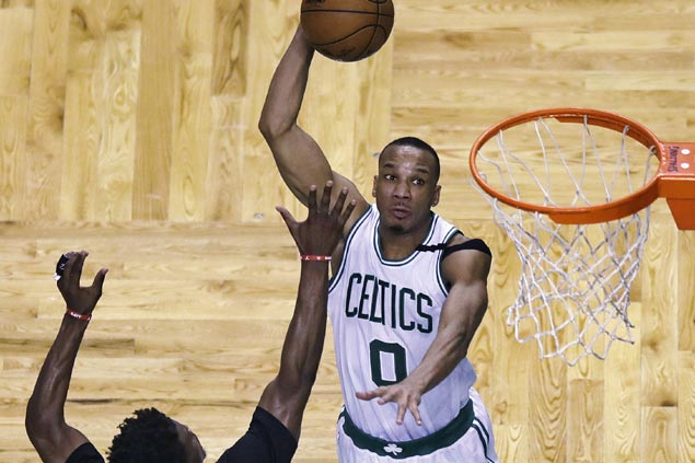 Avery Bradley earns praise for breakout two-way performance as Celtics take control over Bulls