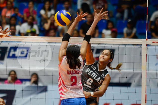 Apologetic Dzi Gervacio gets assurance from Alyssa Valdez after delivering 'facial'