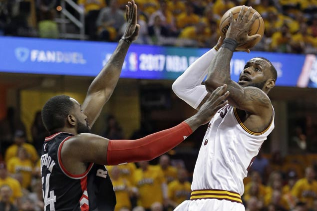 LeBron James picks up Dahntay Jones' $6K fine for getting ejected after trash-talking