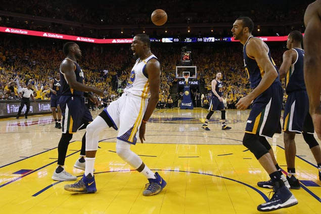 Durant, Curry take over late after sizzling Green start as Warriors hold off Jazz in Game 2
