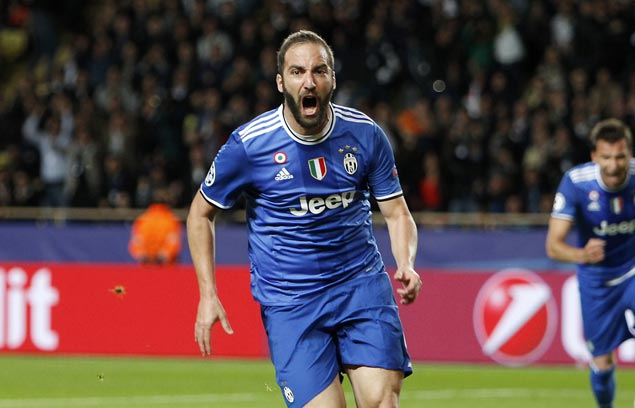 Gonzalo Higuain stoppage-time strike salvages draw for Juventus against 10-man Torino