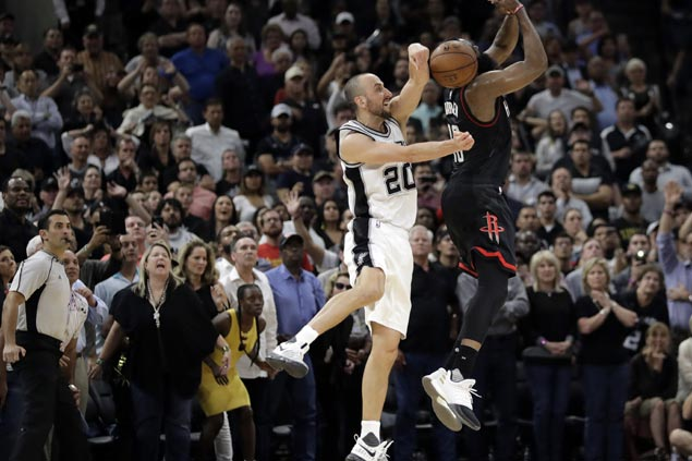 Popovich lauds 'stud' Ginobili after throwback game, game-saving block on Harden