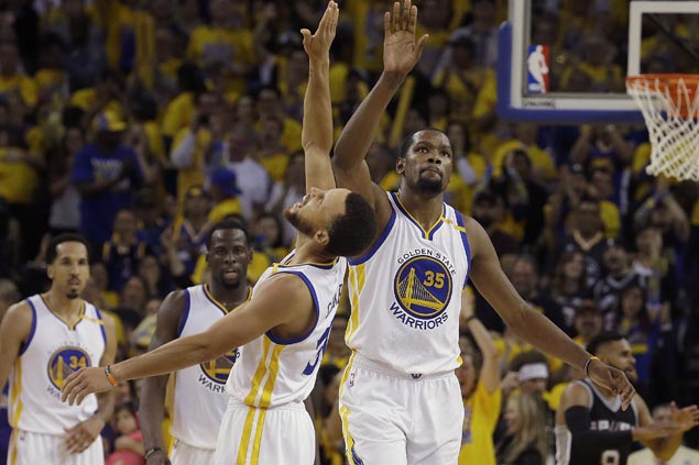 Steph Curry unperturbed by Warriors squeaker over Spurs: 'It's definitely a nice way to win'