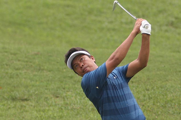 Nino Salahog takes clubhouse lead at Manila Southwoods