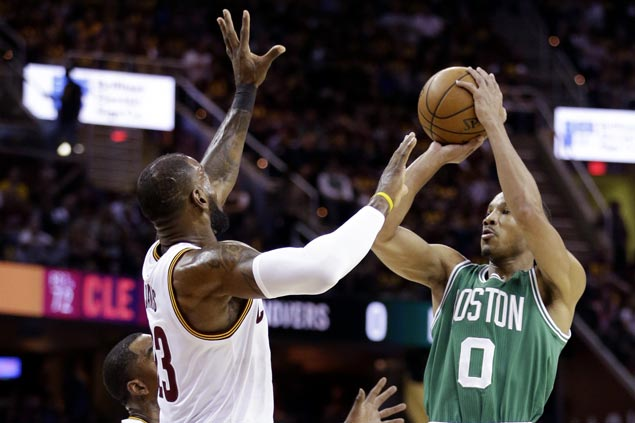Last-gasp Avery Bradley triple lifts Thomas-less Celtics to Game Three win over Cavaliers