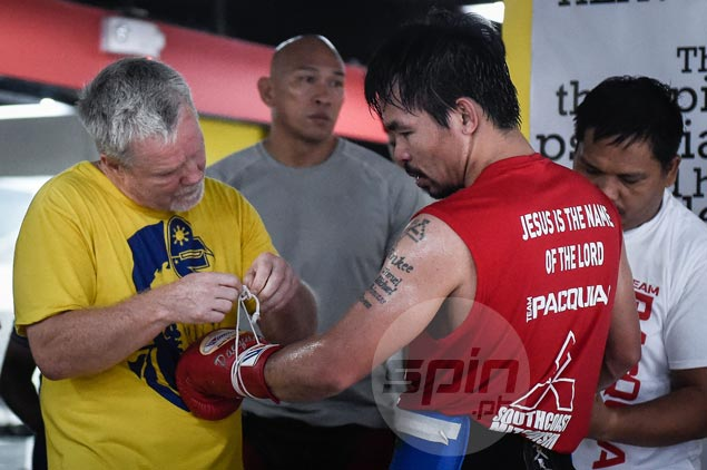 Freddie Roach laments Pacquiao 'way behind' in training after watching him spar for first time