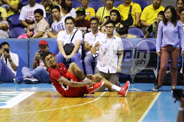 Alaska quick to allays fears after Calvin Abueva leaves game with ankle injury