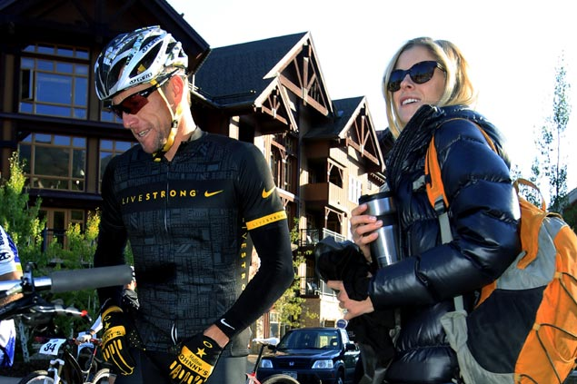 Lance Armstrong announces engagement to longtime girlfriend Anna Hansen