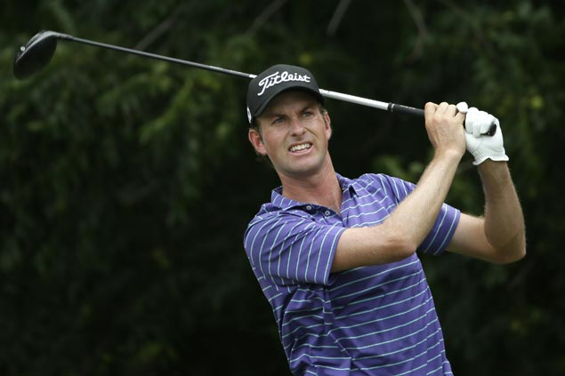 Webb Simpson in position to end drought with two-stroke lead entering final round at Colonial