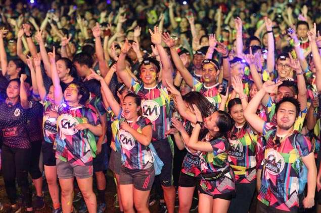 Athletes, celebrities, beauty queens join 10,000 runners in Color Manila Blacklight Run