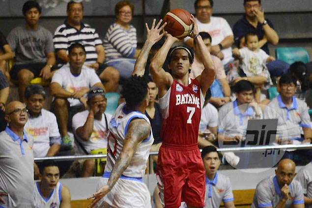 Batangas fends off late Marinerong Pilipino rally to spoil debut of returning coach Koy Banal