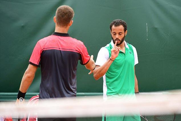 French Open flap as wild-card Laurent Lokoli shoos away Martin Klizan's handshake offer
