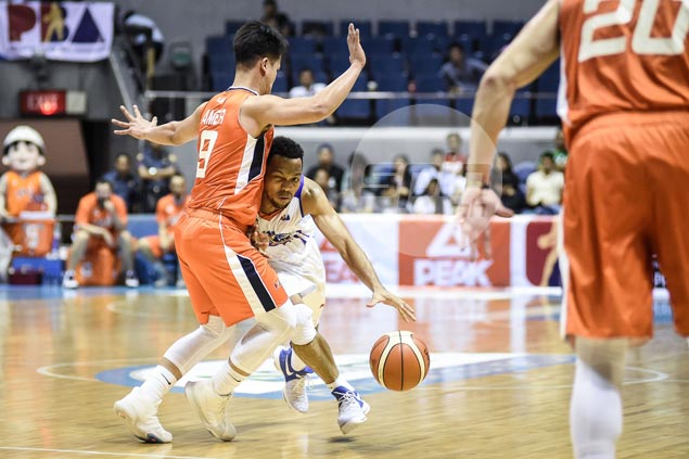 Baser Amer stands toe-to-toe with idol Jayson Castro and never once backed down