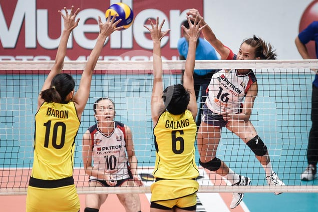 Sisi Rondina steals show as Petron battles back from 0-2 hole against F2 Logistics