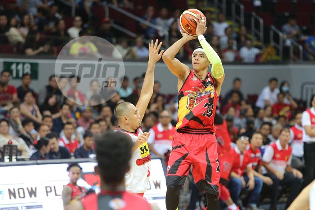 No hesitation whatsover as struggling Arwind Santos delivers dagger trey for SMB
