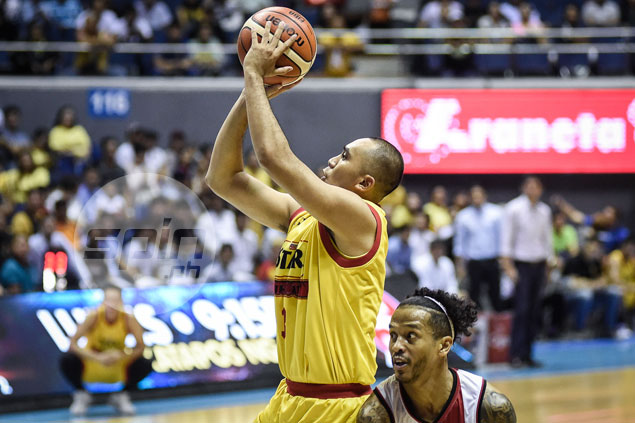 Star guard Paul Lee plays through the pain in Game 3 of semis vs. SMB