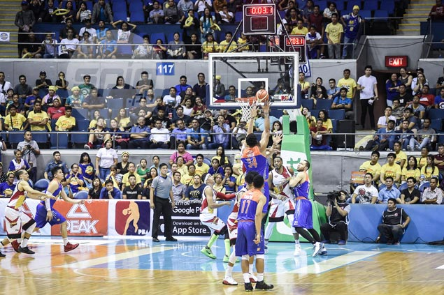 Joshua Smith delivers TNT game-winner vs SMB while playing on one good foot