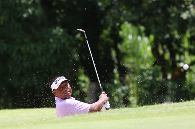 Tony Lascuna takes one-stroke lead as Ferdie Aunzo fizzles at Forest Hills