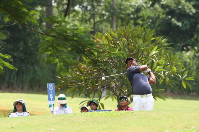 Tony Lascuna fires 68, opens three-shot lead with one round left at Forest Hills