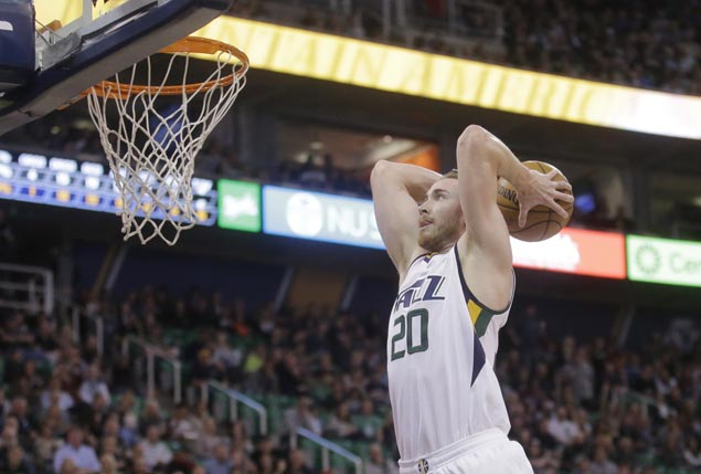 Gordon Hayward hears Heat sales pitch as JJ Redick agrees to one-year deal with Sixers