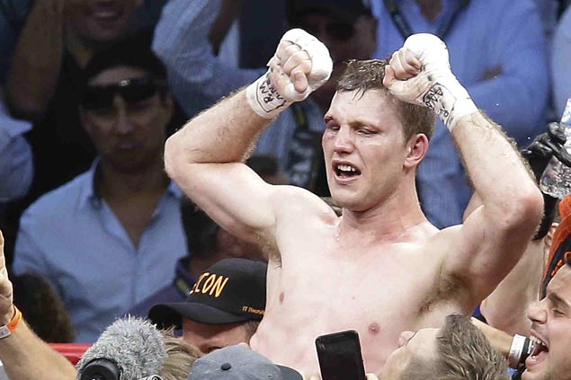 Jeff Horn retains world welterweight title after 10th-round TKO win over Gary Corcoran