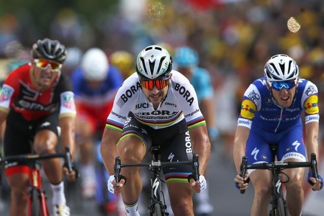 Peter Sagan overcomes pedal malfunction to win Stage Three sprint finish in Tour de France