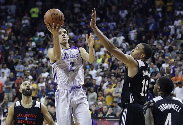 Lonzo Ball debut starts with a flourish but quickly fizzles as Clippers nip Lakers